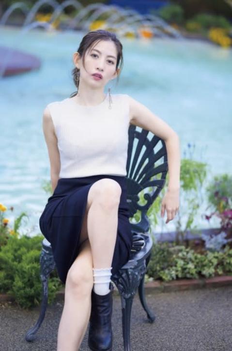 加藤理恵、温泉でしっとり濡れ肌披露 初カレンダーの秘蔵カット公開
