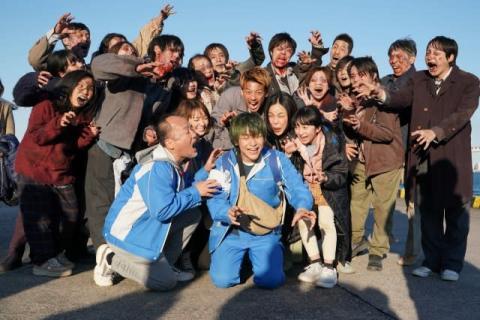 キム・ジェヒョン、『君と世界が終わる日に』撮了 竹内涼真らに感謝「共演者というより家族」