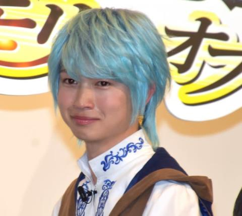 """綱啓永、変わらぬ天然っぷりに周囲が爆笑 """"青髪""""は一瞬で「メルトになれる」"""