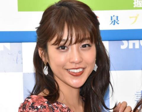 岡副麻希、セーラー服ショット公開「クラスのマドンナ」「まだまだ現役いけます」