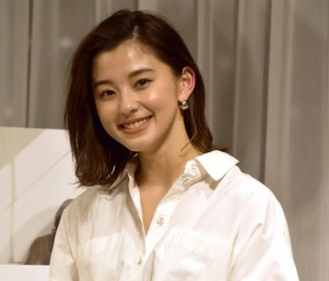 朝比奈彩、働く女性に向け服デザイン 将来の夢は「自分のブランドを作りたい」