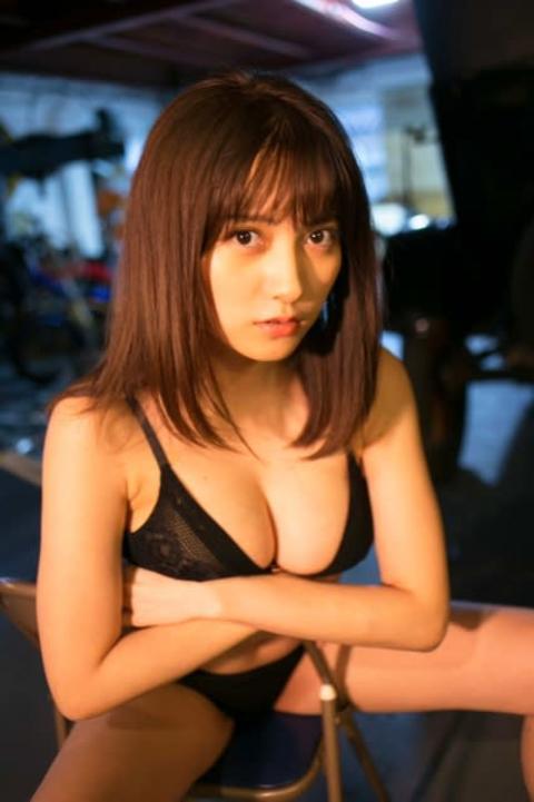 桃月なしこ、沖縄で魅せるニコニコ笑顔&艶のあるオトナ顔【グラビア秘蔵カット到着】