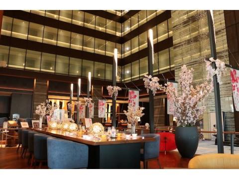 テラス席限定!吹き抜けロビーに咲き誇る桜&春の味覚を楽しむブッフェ