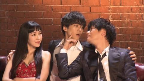 松坂桃李&井浦新がキス寸前 ぱっつん姿の麻生久美子は妖艶に見つめる