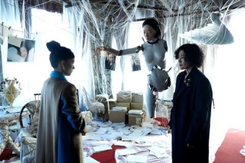 芳根京子主演、映画『Arc アーク』運命の分岐点を切り取った場面写真