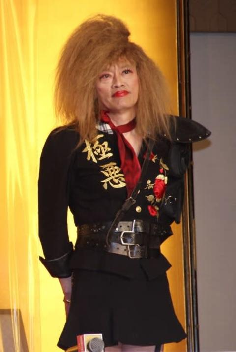 遠藤憲一、還暦前にOL役で苦笑い ハイヒール久々履くも「歩き方忘れちゃった」