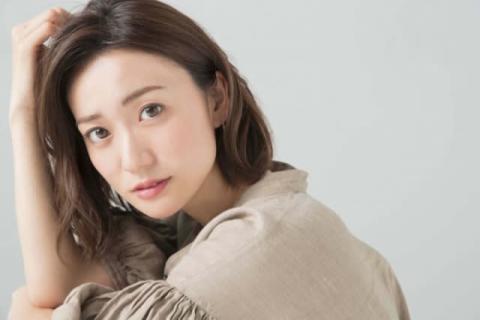大島優子、太ももチラリなミニスカ姿「大人の色気が素敵」「ポニテかわいい」