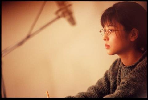 ZARD坂井泉水さん未公開写真&直筆歌詞が発掘 デビュー30周年の節目に『女性セブン』掲載