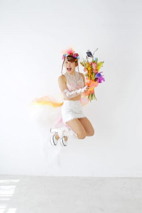 """フワちゃん「史上最高のかわいさ」 人生初""""ウエディングドレス風""""衣裳姿を披露"""