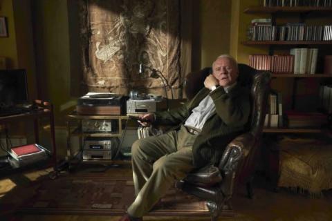 A・ホプキンス主演、認知症疑いの父が「時計が盗まれた」と言い出す本編映像