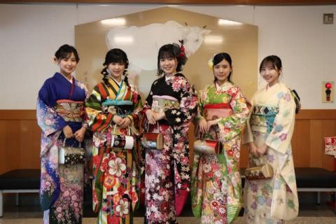 STU48新成人メンバー5人、4ヶ月遅れの成人奉告祭を開催