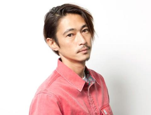 窪塚洋介、ちゃめっ気たっぷりのバースデーショット公開「何しても男前!」「まさかのおもしろ写真」