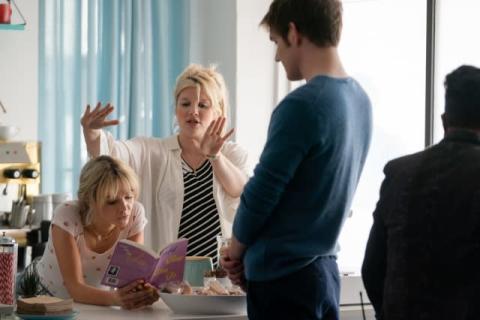 エメラルド・フェネル監督、妊娠中に撮影した映画でアカデミー賞脚本賞受賞