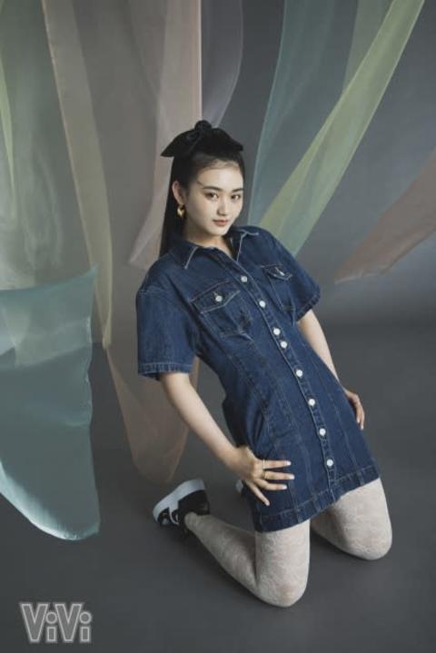 櫻坂46山崎天、『ViVi』モデル加入発表日の記念シューティング 15歳が堂々のポーズ披露