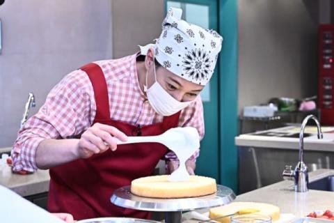 中居正広、人生初のケーキ作り 『夜なラブ』SPで芸能人が衝撃の結婚発表