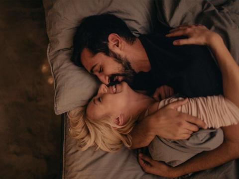 お泊りの夜×首筋へのキス