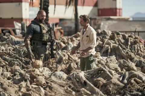 ザック・スナイダー監督のゾンビ映画、劇中の骸骨はAmazonで購入!?