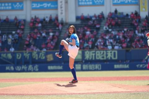稲村亜美、3年ぶり始球式 ショーパン姿で95キロ「一から肩を作り直してやっとここまで」