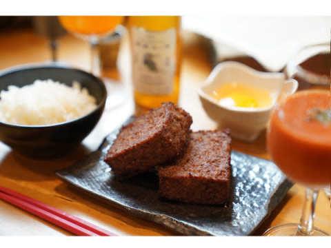 新食感の四角いハンバーグ専門店「歓喜の牛」が品川駅港南口にオープン!