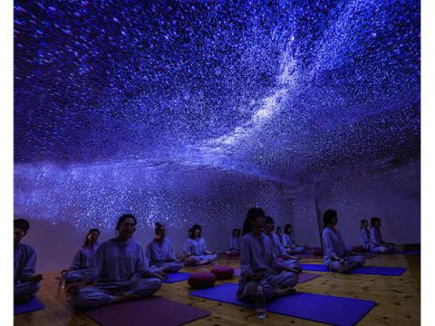 ストレスや疲れた心を癒やすヨガ!瞑想ヨガスタジオ「HappYoga」が続々とオープン