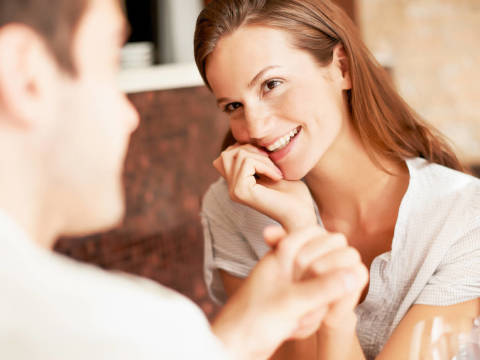 男性が会いたくなる、本当の癒やし系女性の特徴とは
