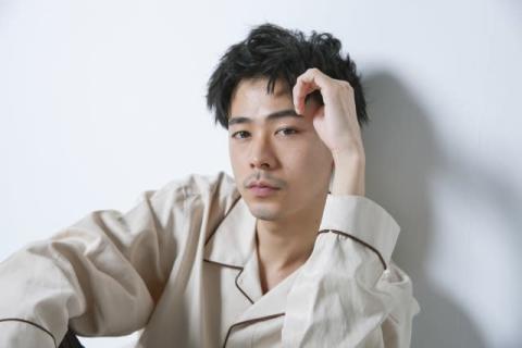"""成田凌、ワイルドな""""赤髪""""姿が反響「無理惚れた」「いつ付き合ってくれるん?」"""