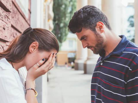 思いやりを忘れないで…。男性が彼女との別れを考える瞬間3選