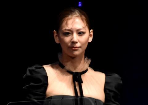 西内まりや、4年ぶり芝居挑戦に「緊張した」 『全裸監督』でホステス役