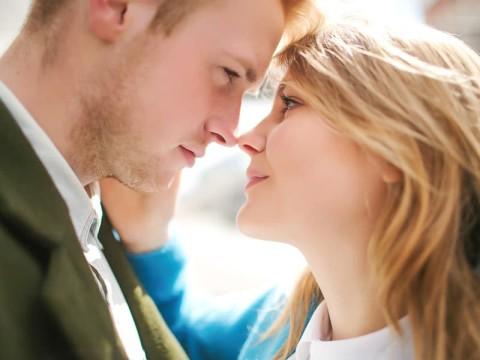 好きすぎてつい♡男子が「マジ惚れ女子」にしかできないキス3つ