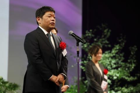 池脇千鶴、怪演話題の『その女、ジルバ』で演技賞「まだまだ40歳手前の私は面白い作品を」