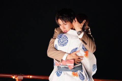 中川大志、浴衣姿の新木優子をギュッ 『ボクの殺意が恋をした』第2話場面カット公開