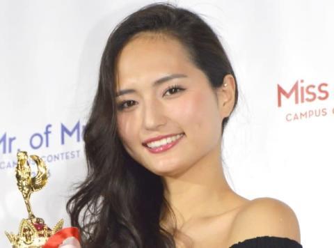 イメチェン美女・山賀琴子、大胆スリット美脚で悩殺「色気が」「ショートより美脚に目がいきます!」
