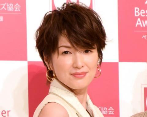 吉瀬美智子、美デコルテあらわな美麗ショット「色気ヤバっ…」「うっとりしちゃう」