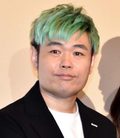 """品川ヒロシ監督、舞台あいさつで""""男泣き""""「マスコミの前で泣けたー!」"""