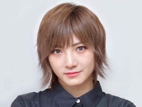 """AKB48岡田奈々、濃いめの""""ピンク髪""""公開「ピンクなぁちゃん可愛い」「とてもお似合いです!」"""
