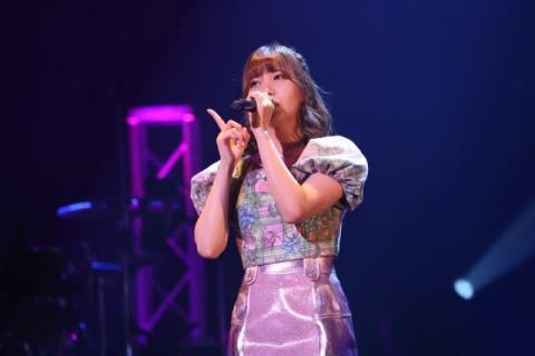 和氣あず未、1stライブ開催 タイトなピンク衣装で18曲を熱唱