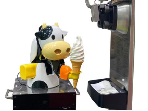 関西初!淡路SA上り線フードコートに「ソフトクリームロボット」が登場