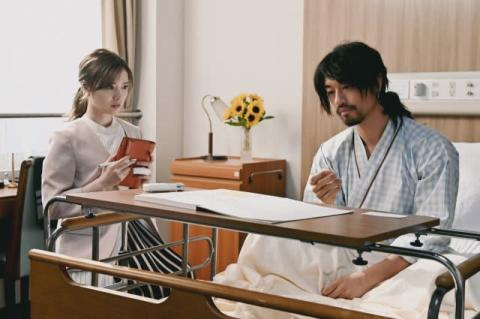 斎藤工主演『漂着者』、きょうスタート 白石麻衣との場面写真が解禁