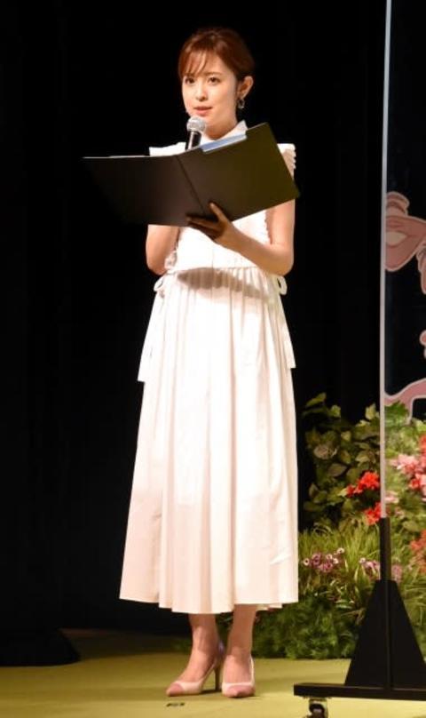フジ久慈暁子アナ、白の肩出し衣装でMC 地元・岩手が舞台のアニメ映画に賛辞