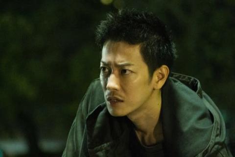 佐藤健、鋭い目つきや険しい表情が新鮮 映画『護られなかった者たちへ』場面写真