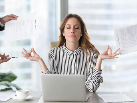 それはちょっと…。職場で煙たがられる女性の特徴とは
