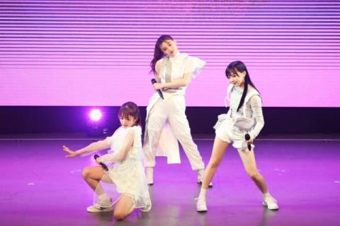 LDH女子高生3人組ユニット「iScream」デビュー記念生配信ライブ「はじめまして!」