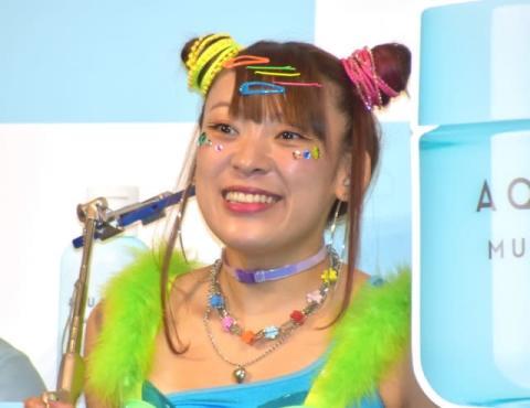 フワちゃん、パックしながらタクシー 移動中にスキンケアの仰天テク「日本の新しい文化にしよ!」
