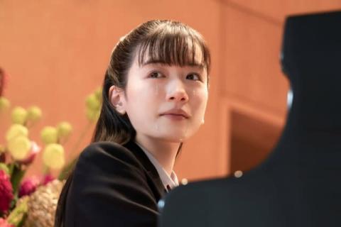 永野芽郁が大粒の涙、岡田健史の制服姿も 『そして、バトンは渡された』新場面写真解禁
