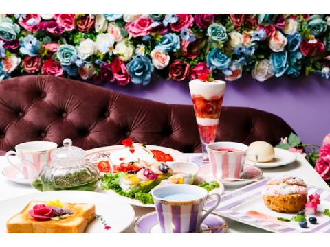 花いっぱいの店内で癒しのひと時を!「Flower Power Cafe」が鎌倉にオープン