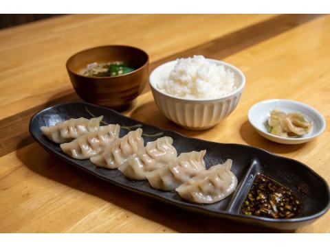 「謹製担々麺うさぎ」で人気のサイドメニューを堪能!「蒸し餃子定食」が新発売