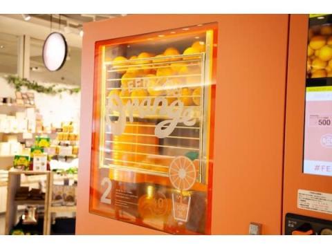 搾りたてオレンジジュースが楽しめる自動販売機「Feed Me Orange」が日本初上陸!