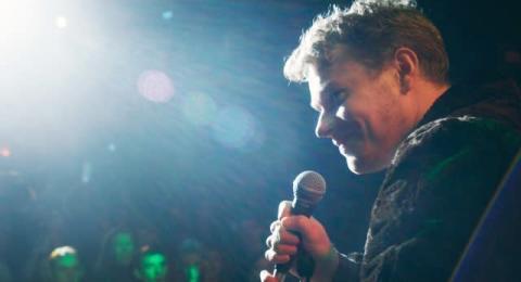 リリー・アレンの実弟アルフィー・アレン、本格的な歌唱動画公開