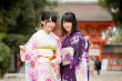 AKB48横山由依&小嶋真子、はんなり振り袖姿で春の京都を2人旅