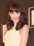 """""""マシュマロ""""ボディの代表格・小嶋陽菜、女性人気のワケ"""